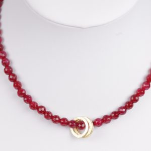 bordeaux facet Agaat ketting met vergulde ringen