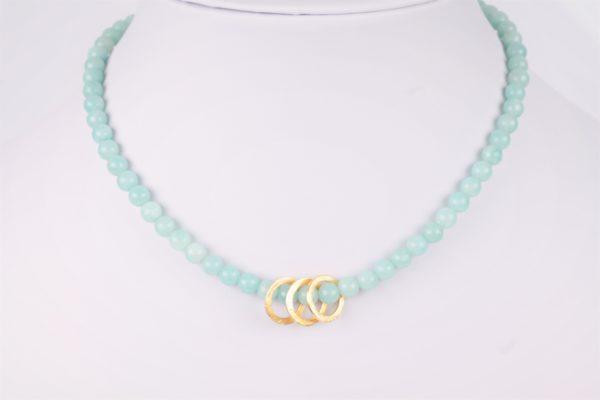 lichtblauwe Amazonite ketting met 3 vergulde ringen