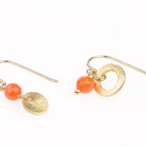 verguld schijfje en vergulde ring met oranje Jade