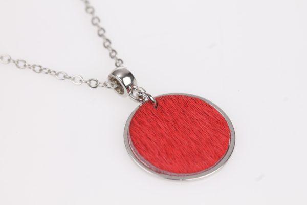 fel rood leder schijfje in verzilverde ring